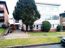 Wohnwohnung, die Front landschaftlich gestaltet Lizenzfreies Stockfoto