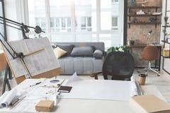 Wohnzimmer des talentierten Architekten lizenzfreie stockfotografie