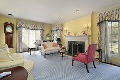 Wohnzimmer im Luxuxhaus Lizenzfreie Stockfotos