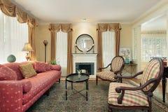 Wohnzimmer im Luxuxhaus Stockbilder