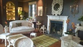 Wohnzimmer an Meadowbrook-Haus Stockbild