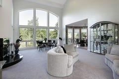 Wohnzimmer mit Abbildungfenster Lizenzfreie Stockbilder