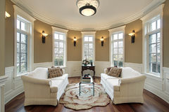 Wohnzimmer mit Beleuchtungscones Lizenzfreie Stockfotografie