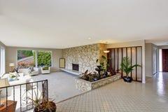 Wohnzimmer mit brunnen im luxushaus stockbild bild 42684875 - Wohnzimmer brunnen ...
