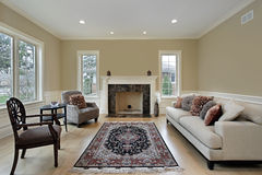 Wohnzimmer mit Kamin Stockbild