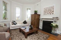 Wohnzimmer mit Kunst Lizenzfreies Stockfoto