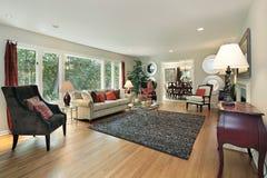 Wohnzimmer in umgestaltetem Haus Lizenzfreies Stockfoto