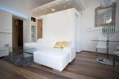 Wohnzimmer und Esszimmer Stockbilder