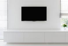 Wohnzimmerdetailfernsehen auf Wand Stockbild