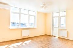 Wohnzimmerinnenraum des leeren Raumes Stockfotos