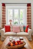 Wohnzimmerinnenraum, Englisch - Landhausstil stockfotografie