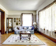 Wohnzimmerinnenraum im alten amerikanischen Haus Stockfoto