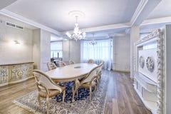 Wohnzimmerinnenraum im modernen Haus Stockfoto