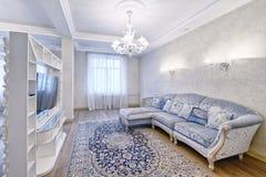 Wohnzimmerinnenraum im modernen Haus Lizenzfreie Stockfotos