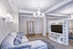 Wohnzimmerinnenraum im modernen Haus Stockfotografie