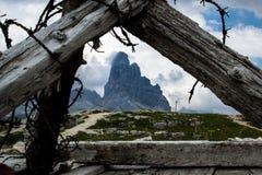 Wojenni okopy Pierwszy wojna światowa na górze Piana w Veneto, Włochy obrazy royalty free