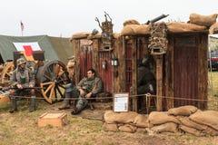 Wojenni reenactors ubierali jako wojny światowa Jeden niemiec żołnierze obraz royalty free