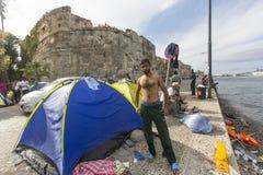 Wojenny uchodźca blisko namiotów Kos wyspa lokalizuje właśnie 4 kilometru od turecczyzny wybrzeża Obraz Stock