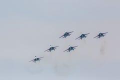 Wojownika Sukhoi Su-27 przedstawienia aerobatics przy airshow rosjanina rycerzami Zdjęcia Stock