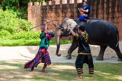 Wojownika ćwiczenie dla Tajlandzkiej tradycyjnej sztuki samoobrony demonstraci Obraz Stock