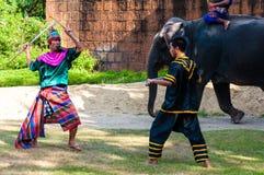 Wojownika ćwiczenie dla Tajlandzkiej tradycyjnej sztuki samoobrony demonstraci Zdjęcia Stock