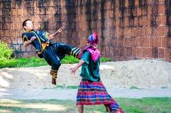 Wojownika ćwiczenie dla Tajlandzkiej tradycyjnej sztuki samoobrony demonstraci Zdjęcia Royalty Free