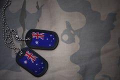 Wojska puste miejsce, psia etykietka z flaga Australia na khakim tekstury tle Obrazy Royalty Free