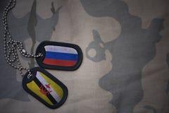 wojska puste miejsce, psia etykietka z flaga Russia i Brunei na khakim tekstury tle, Obrazy Royalty Free