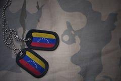 Wojska puste miejsce, psia etykietka z flaga Venezuela na khakim tekstury tle Obraz Stock