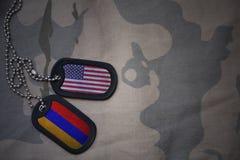 wojska puste miejsce, psia etykietka z flaga zlani stany America i Armenia na khakim tekstury tle, Zdjęcia Stock