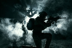 Wojsko żołnierzy atakować zdjęcie stock