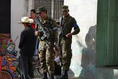 Wojsko bierze opiekę ochrona wokoło prezydenckiego c Zdjęcia Royalty Free