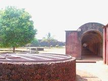 Wojsko koszary i Historyczna woda Kopaliśmy Dobrze przy St Angelo ` s fortem, Kannur, Kerala, India obraz stock