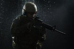 wojsko USA żołnierz w deszczu Obrazy Royalty Free