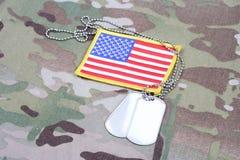 WOJSKO USA flaga łata i psia etykietka na kamuflażu mundurujemy Obraz Royalty Free