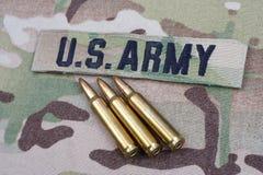 WOJSKO USA gałąź 5 i taśma 56 mm cykle na kamuflażu mundurze obraz royalty free