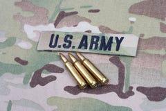 WOJSKO USA gałąź 5 i taśma 56 mm cykle na kamuflażu mundurze fotografia stock