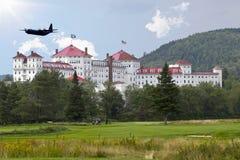 wojsko USA hebluje komarnicy nad Mt Waszyngton hotelem Zdjęcie Stock
