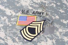 WOJSKO USA leśniczego insygnia na kamuflażu mundurze Obrazy Royalty Free