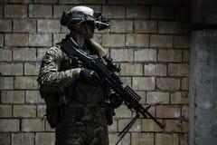 wojsko USA leśniczy z z karabinu maszynowego obraz royalty free