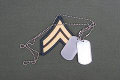 Wojsko USA mundur z pustymi psimi etykietkami i sierżant wybujałą łatą Zdjęcie Stock