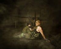 Wojskowego żołnierz Trzyma automatycznym Obraz Royalty Free