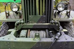 Wojskowego ` s ciężarowa frontowa strona z kablem obrazy royalty free