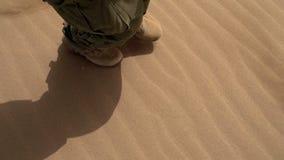 Wojskowy Patroluje w pustyni zbiory wideo