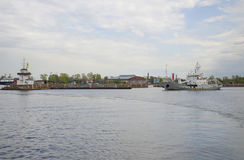Wojskowych statki w Kronstadt Rosja Zdjęcie Stock