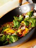 Wok con manzo e la verdura stirfry Immagini Stock Libere da Diritti