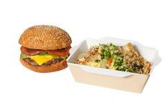 Wok et hamburger photos libres de droits
