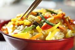 Wok vegetariano con el bambú y el maíz Foto de archivo libre de regalías