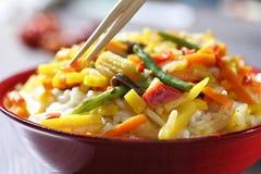 Wok vegetariano con el bambú y el maíz Fotografía de archivo