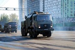 Wokoło miasta militarna ciężarówka narosły passability z koło formuły 8 Ã-  8 Urals-5323 iść obrazy royalty free
